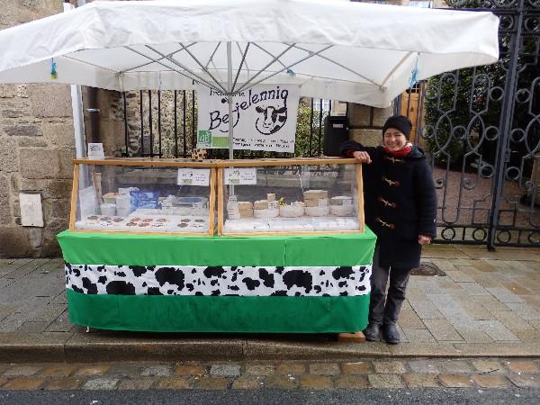 Vous trouverez facilement mon stand au marché, avec ses taches de vache visibles de loin !